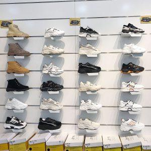 nhung diem luu y khi chon giay sneaker nu can phai biet 2091120191538072735